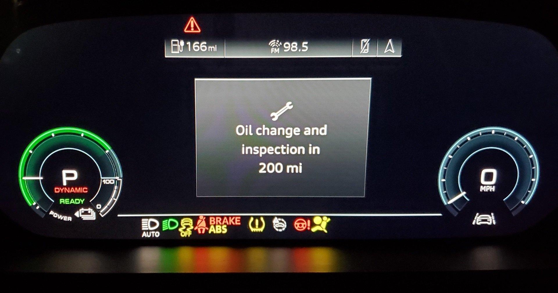 Электромобиль Audi потребовал замены масла
