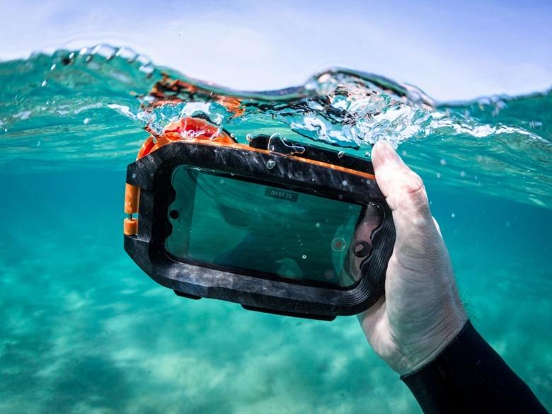 AxisGo — подводный бокс для Apple iPhone