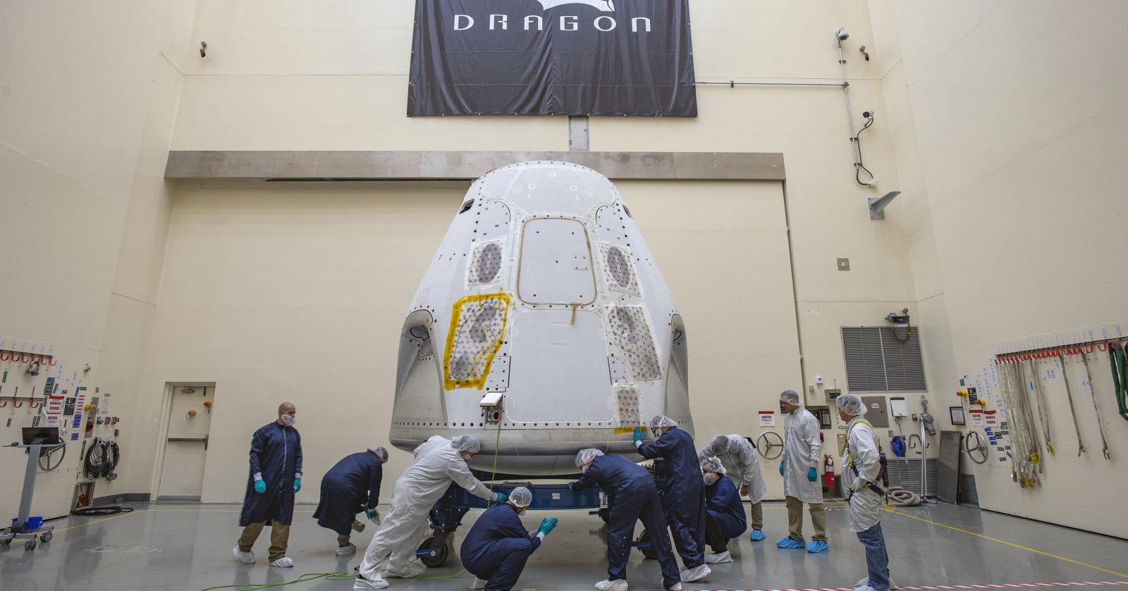 Корабль Crew Dragon доставили на мыс Канаверал