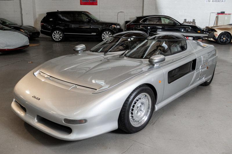 На аукцион выставлен необычный автомобиль с двумя раздельными кабинами