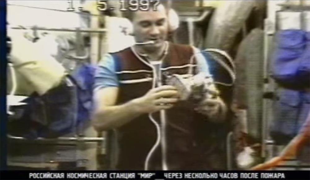 Как мы потеряли «Мир»: пожар на космической станции, столкновение с грузовиком «Прогресс», разгерметизация - 17
