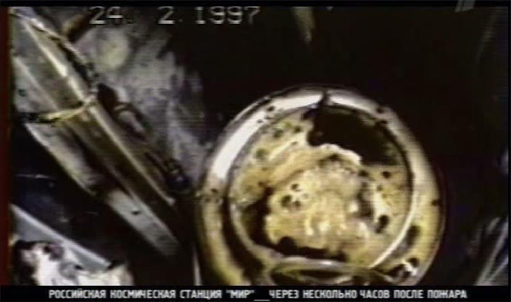 Как мы потеряли «Мир»: пожар на космической станции, столкновение с грузовиком «Прогресс», разгерметизация - 19