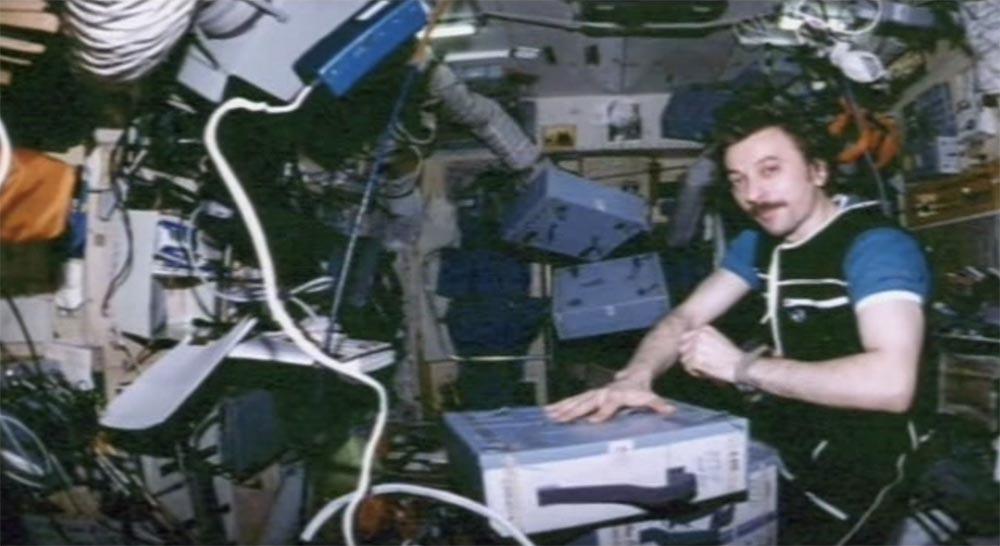 Как мы потеряли «Мир»: пожар на космической станции, столкновение с грузовиком «Прогресс», разгерметизация - 30
