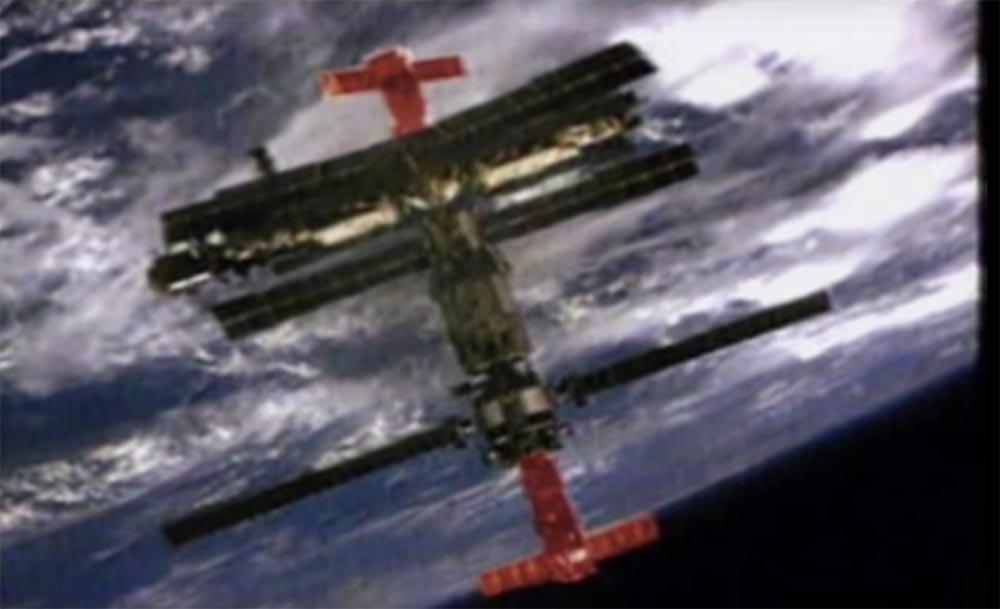 Как мы потеряли «Мир»: пожар на космической станции, столкновение с грузовиком «Прогресс», разгерметизация - 9