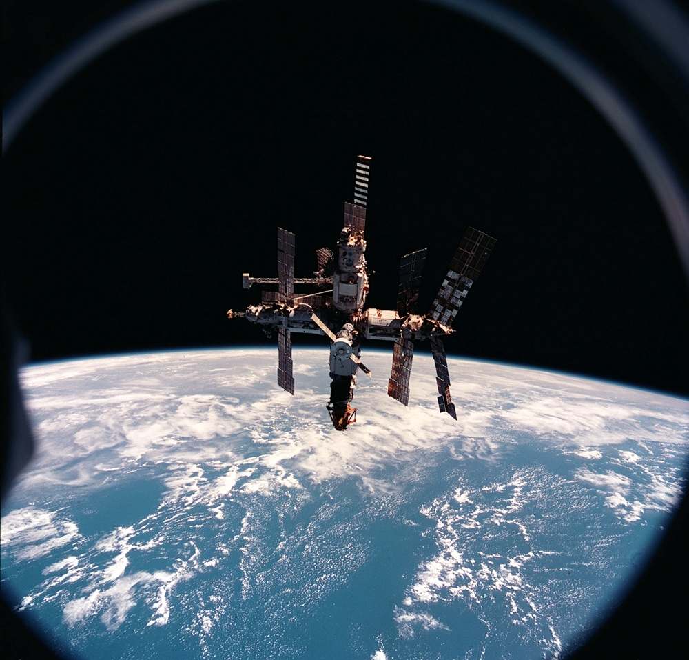 Как мы потеряли «Мир»: пожар на космической станции, столкновение с грузовиком «Прогресс», разгерметизация - 1