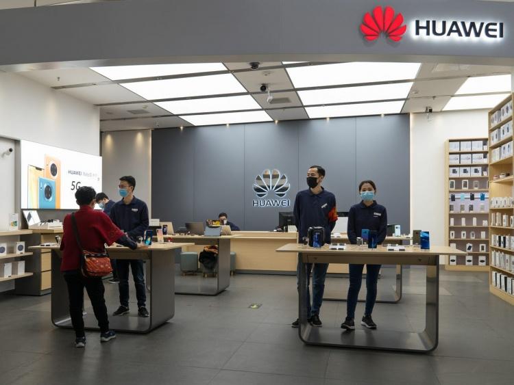 Эксперты: Huawei преуменьшает влияние коронавируса, но она пострадает сильнее Apple