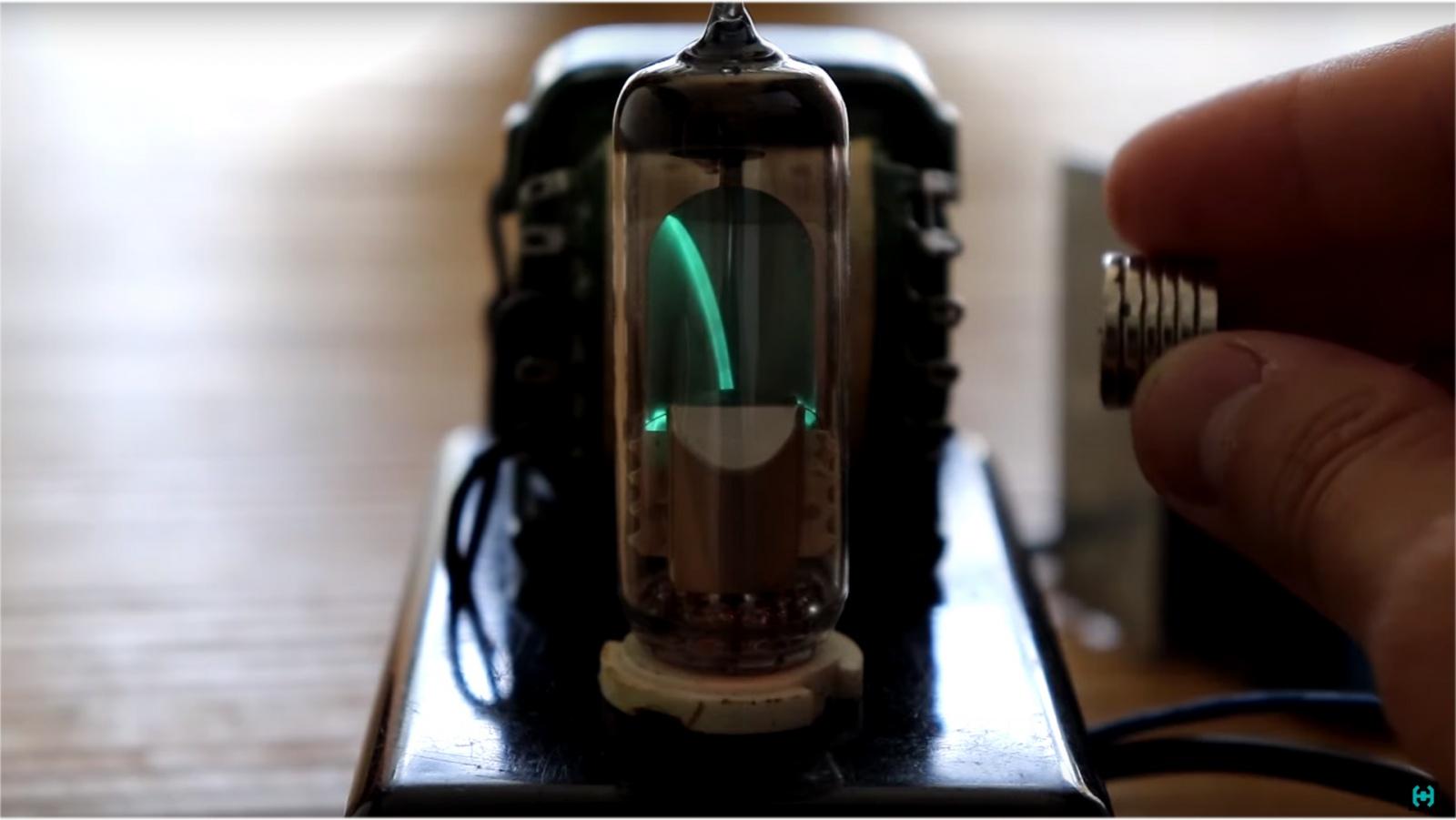 Визуализация звука на старинных лампах - 20