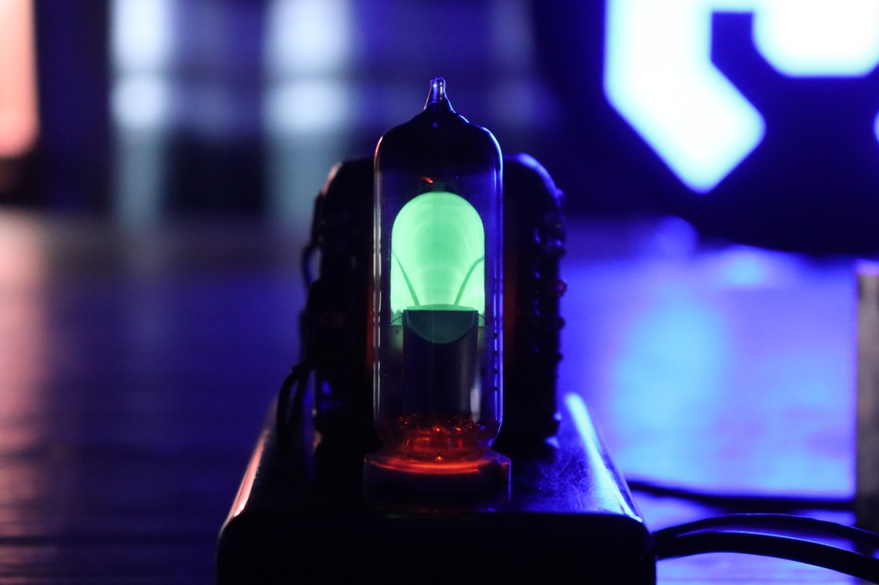 Визуализация звука на старинных лампах - 1