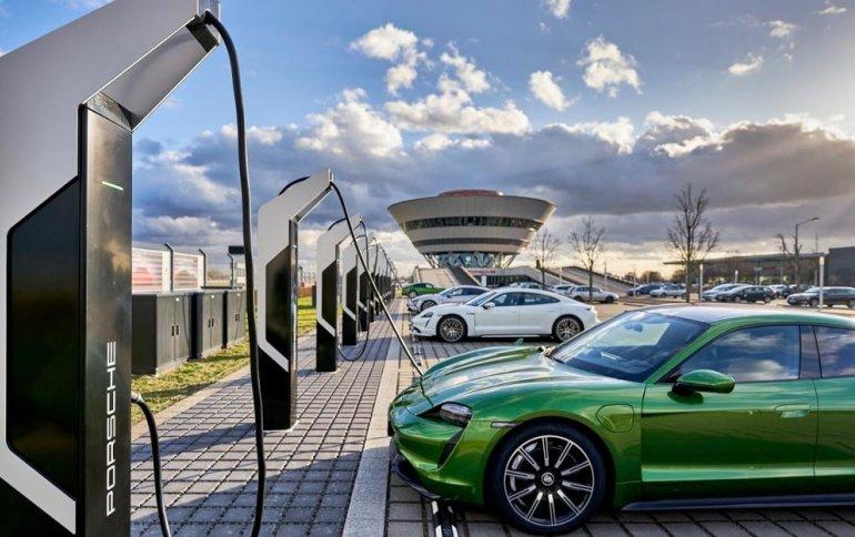 Porsche открывает самый мощный в Европе «парк зарядки электромобилей»