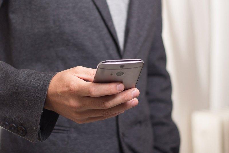 Признаки зависимости от смартфона: 9 сигналов
