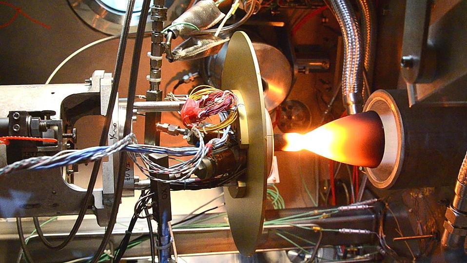 Пламенные и ледяные моторы спутников - 11