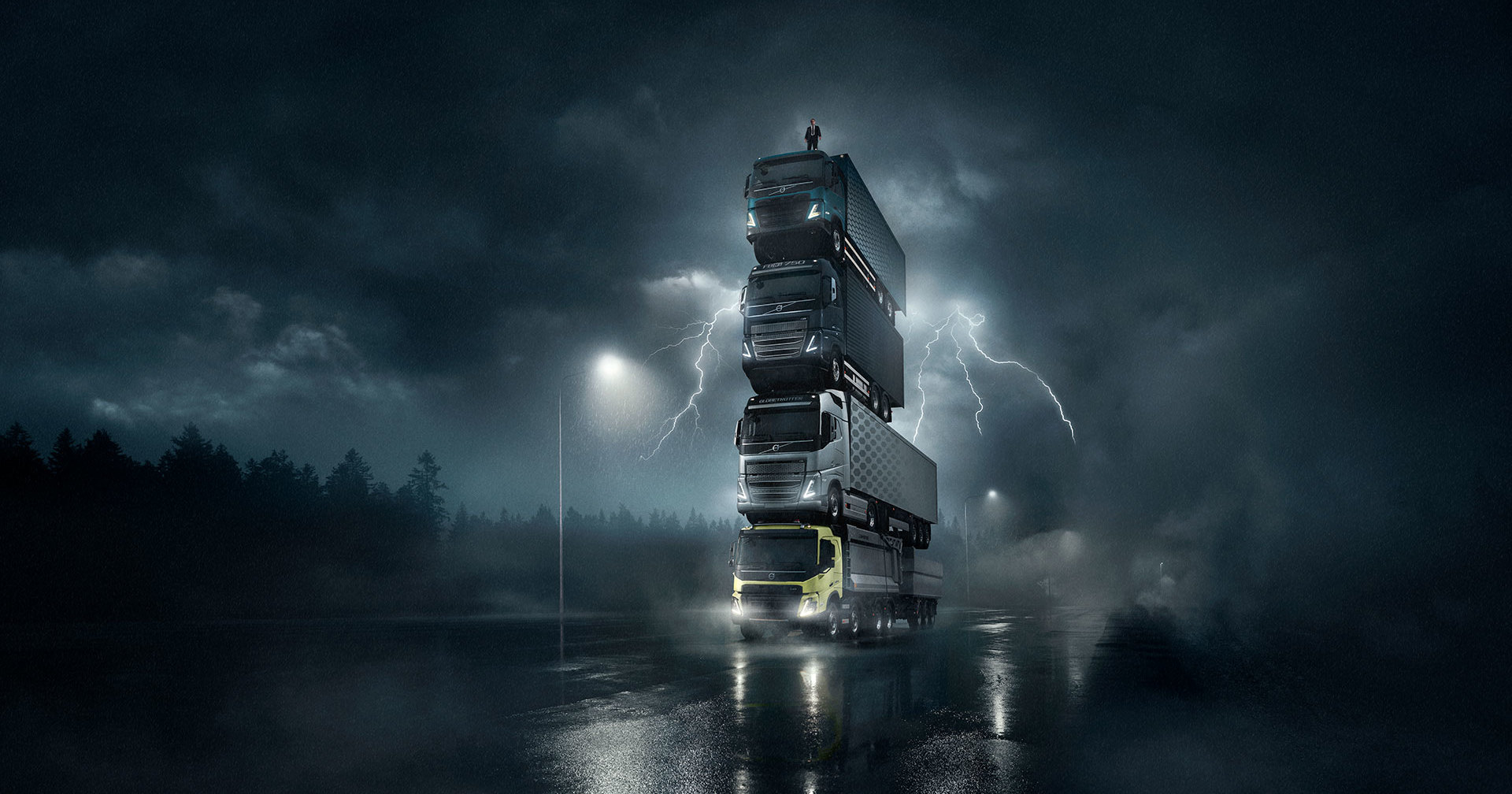 Volvo построила движущуюся башню из грузовиков
