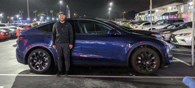 Tesla запасается электрокарами Model Y для выполнения доставки в течение двух недель