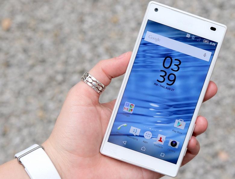 Для тех, кто всё ещё хочет компактный смартфон. Sony готовит небольшую пухлую новинку с большим аккумулятором