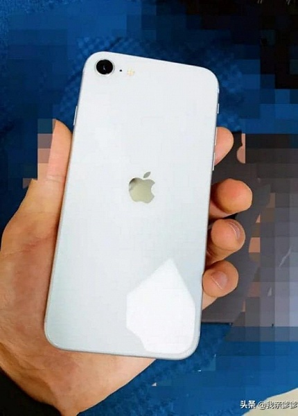 Ожидаемый миллионами iPhone 9 (iPhone SE 2) позирует на фото