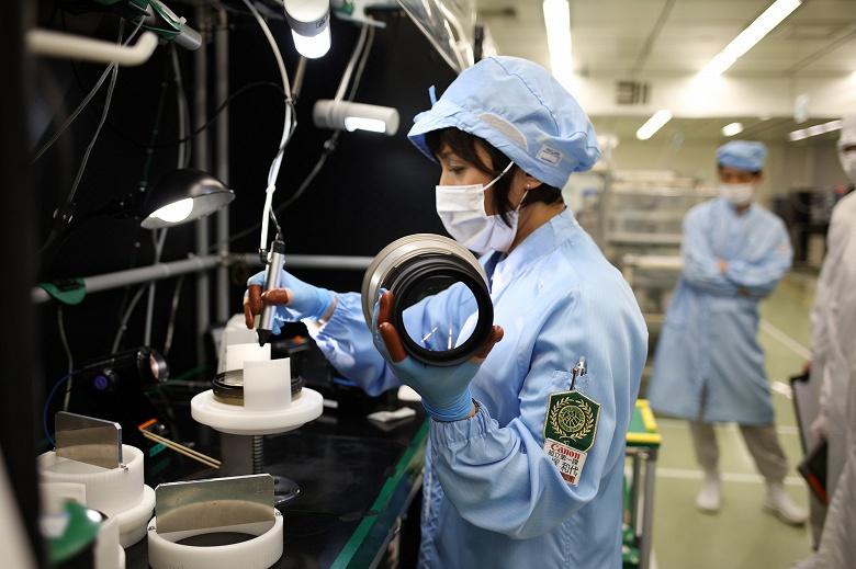 Работа пяти заводов Canon приостановлена из-за COVID-19