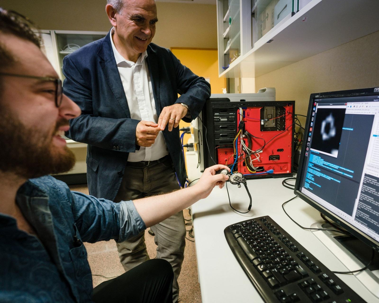 Новый имплантат для слепых подключается напрямую к мозгу - 5