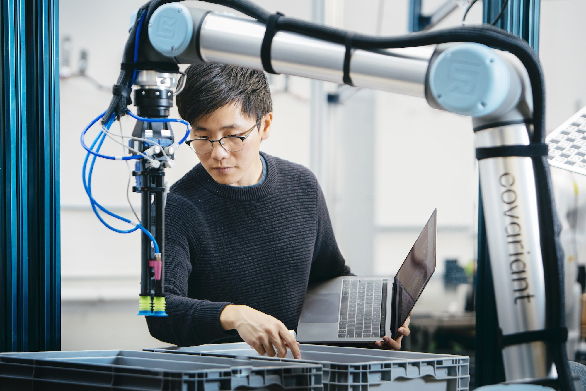 Складские роботы, использующие ИИ для сортировки предметов, готовы к работе - 2