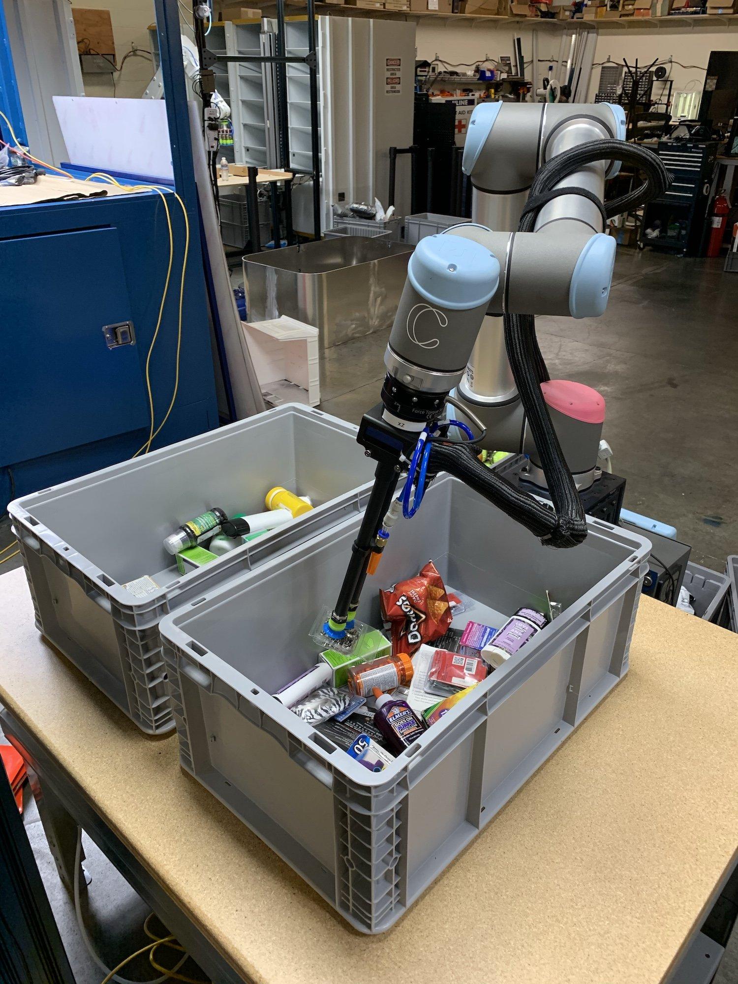 Складские роботы, использующие ИИ для сортировки предметов, готовы к работе - 3