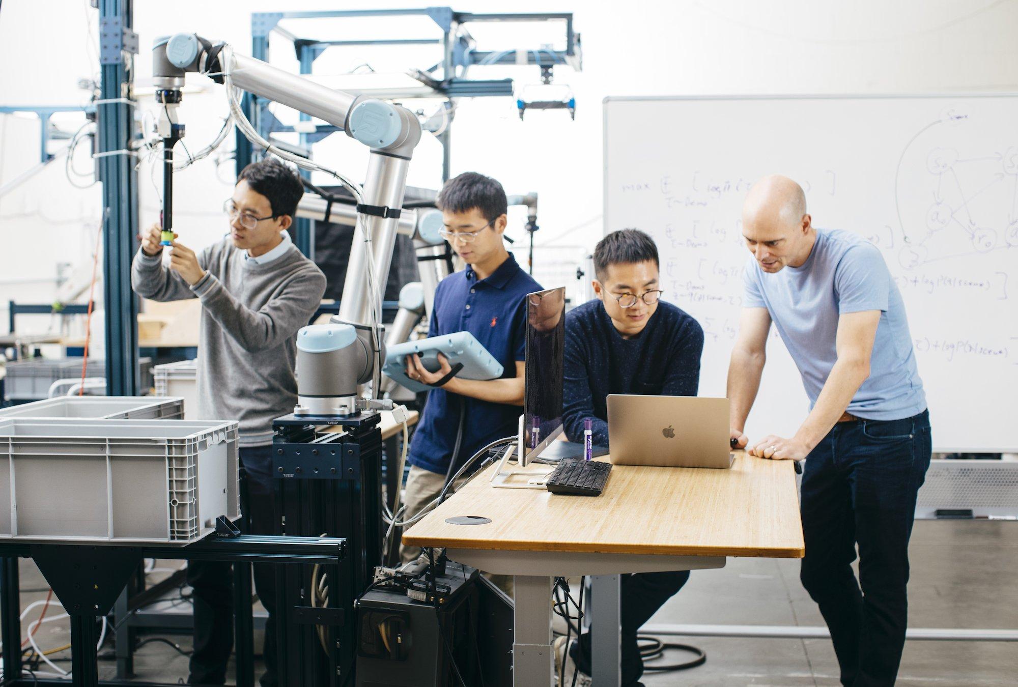 Складские роботы, использующие ИИ для сортировки предметов, готовы к работе - 1