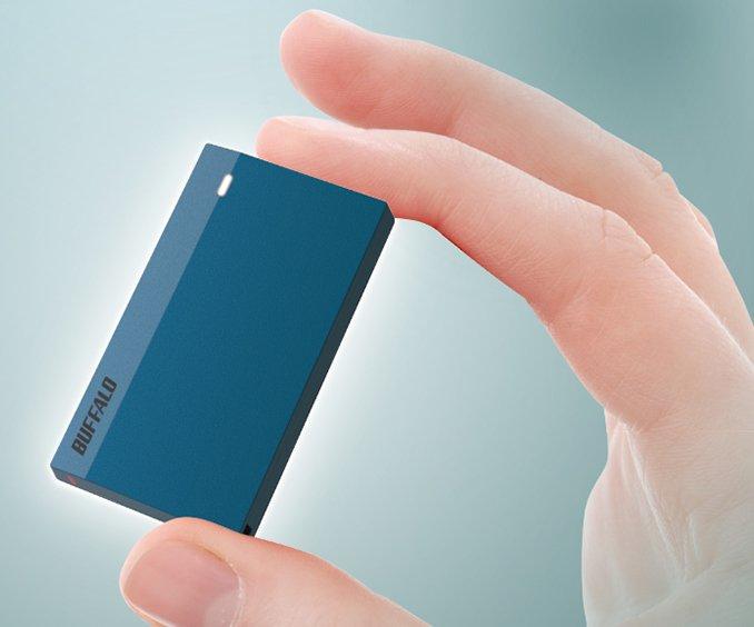 Миниатюрный внешний твердотельный накопитель Buffalo SSD-PSMU3 оснащен интерфейсом USB 3.2 Gen 1 и защищен от внешних воздействий