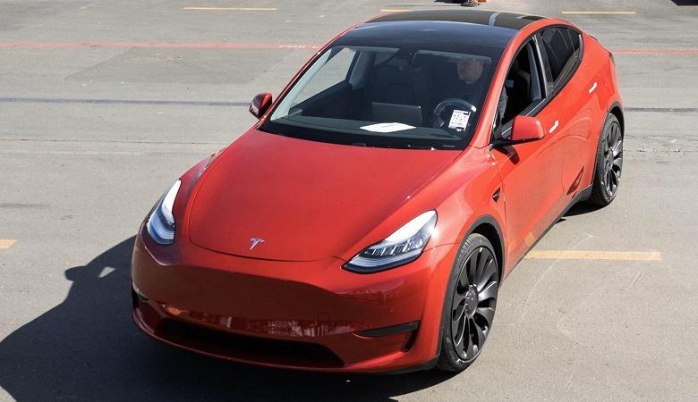 Илон Маск критикует Apple и iOS, а Tesla празднует выпуск 1 миллиона автомобилей