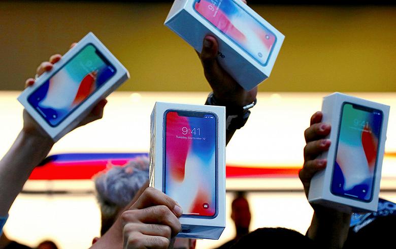 Россияне скупают смартфоны, темпы роста продаж назвали аномальными