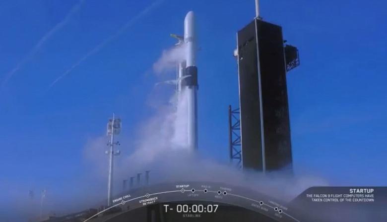Запуск ракеты-носителя Falcon-9, которая должна вывести на орбиту очередную партию спутников Starlink, снова отложен