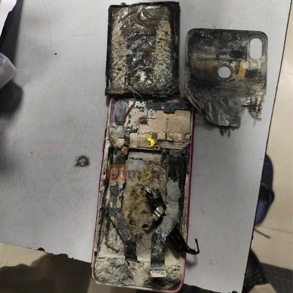 Взрыв разорвал Redmi Note 7 Pro на куски