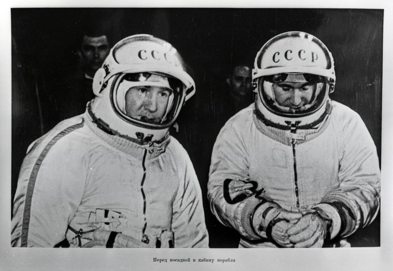Роскосмос опубликовал бортовой журнал Леонова о первом выходе в открытый космос и полетные документы корабля «Восход-2» - 1