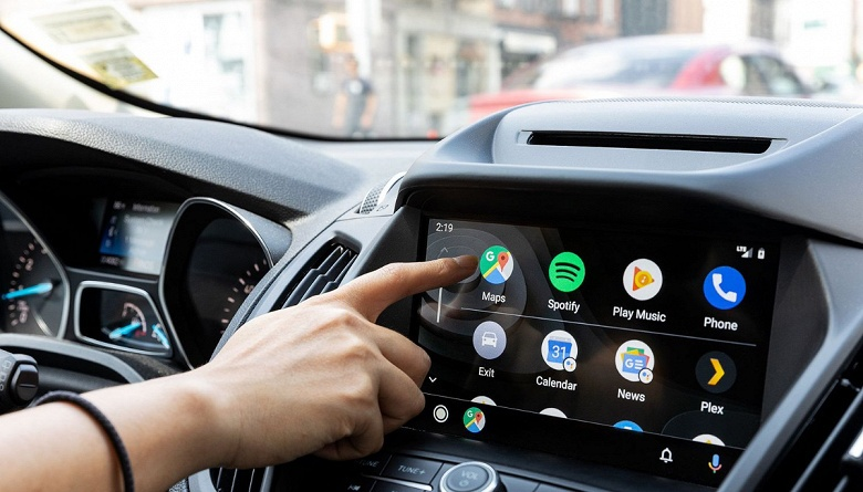 Доказано исследованием: водителю безопаснее курить марихуану, чем пользоваться Android Auto и Apple CarPlay