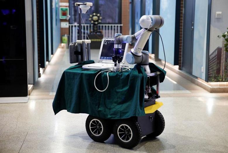 В Китае создан робот, помогающий в лечении больных COVID-19