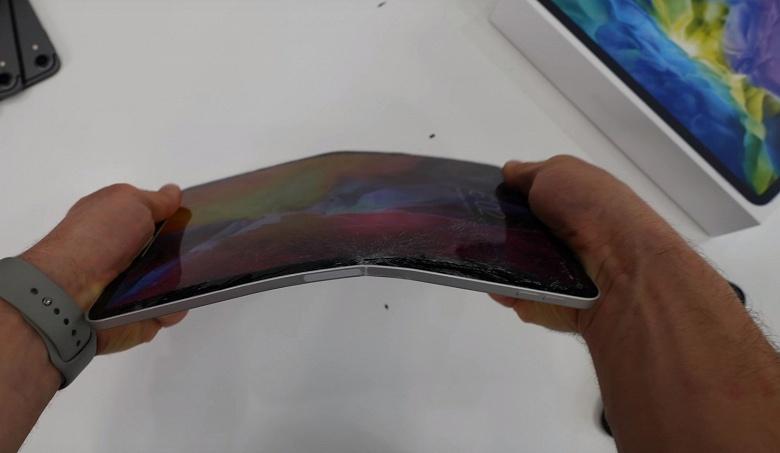 Новый iPad Pro всё ещё легко погнуть руками, но всё же он стал более прочным