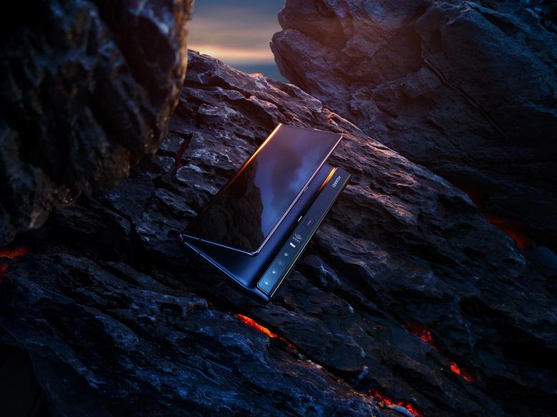 Складной смартфон Huawei Mate Xs уже можно заказать в России