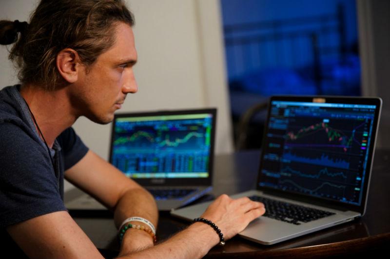 Разбор: зачем нужны брокеры, сколько стоит быть инвестором, как защищены биржевые активы - 1