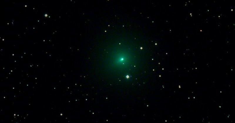 Комета Atlas быстро увеличивает яркость