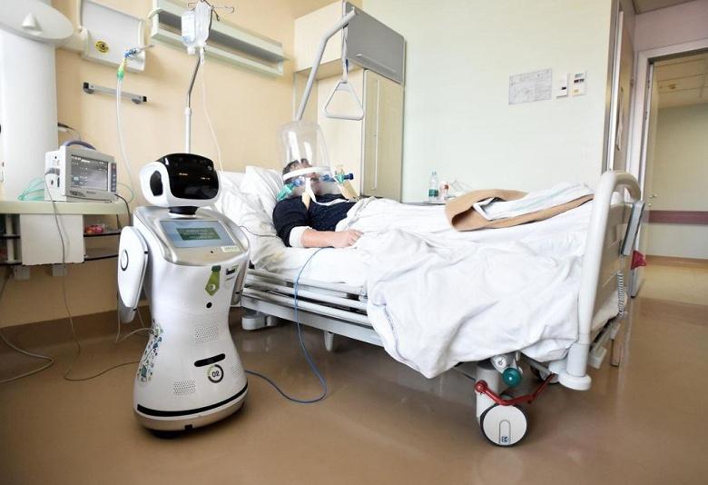 В одной из итальянских больниц используют роботов, чтобы уменьшить контакты между врачами и пациентами