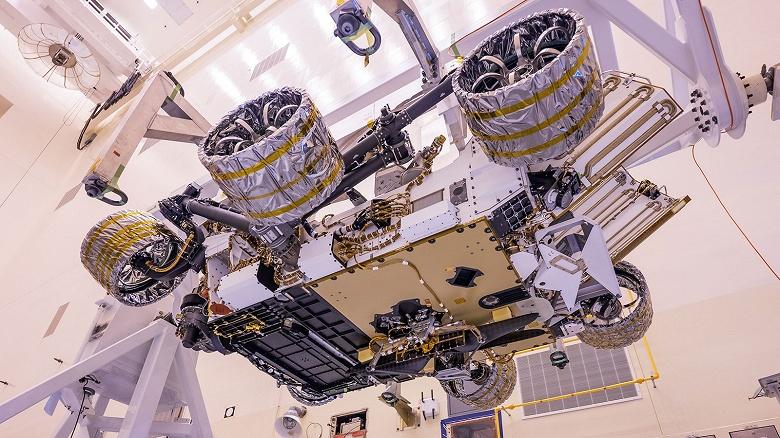 Вертолет для полетов на Марсе прикрепили к марсоходу Perseverance