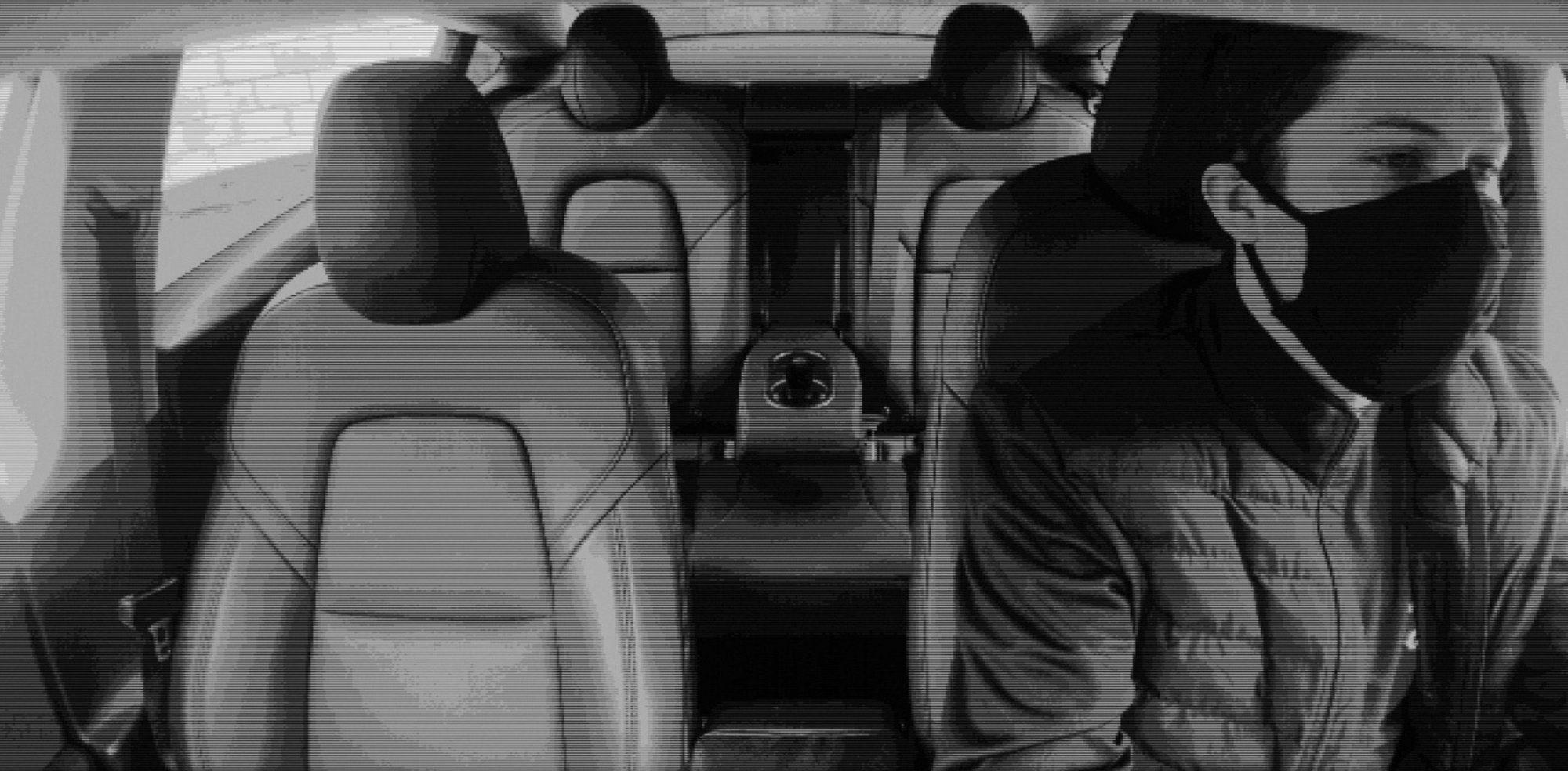 Илон Маск раскрыл предназначение камеры над зеркалом заднего вида в Tesla Model 3 - 2