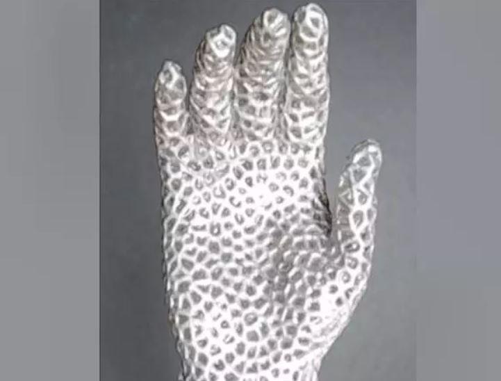 Ученые создали руку из жидкого металла – как у Терминатора