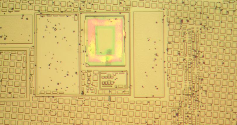 Вскрываем чип гальванической развязки с крохотным трансформатором внутри - 10