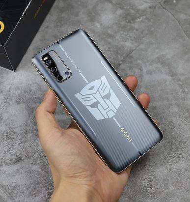 Для фанатов трансформеров. iQOO 3 5G Transformers Limited Edition выглядит весьма необычно