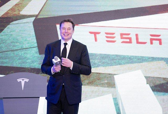Илон Маск получил 775 млн долларов — первую из дюжины выплат по результатам работы