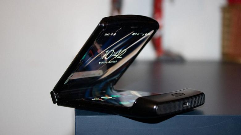 Motorola Razr 2 станет не только мощнее, но и больше. Новинка получит дисплей диагональю 6,7 дюйма