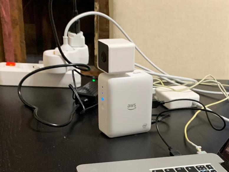 Камера Amazon DeepLens с глубоким обучением. Распаковка, подключение и развертывание проекта - 1