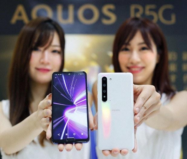 Настоящий «японец» со 120-герцевым экраном QHD+, Snapdragon 865 и защитой от воды, но очень дорого. Sharp Aquos R5G вышел на глобальный рынок