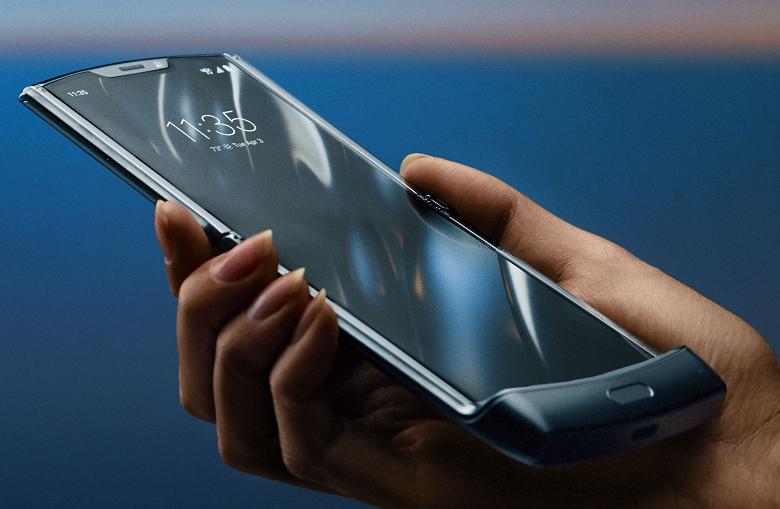 Вторая версия реинкарнированного культового смартфона Motorola, вероятно, уже на подходе. Razr 2 может появиться уже в сентябре