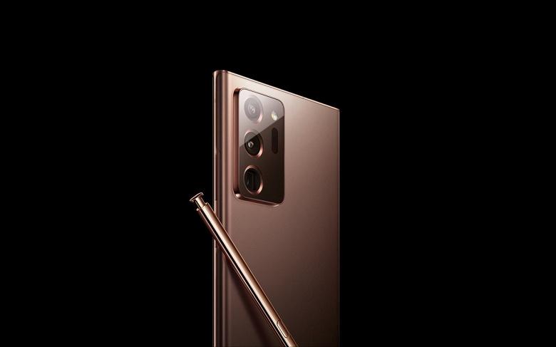 Большой у Samsung Galaxy Note20 Ultra и поменьше — у Galaxy Note20. Фото позволяет сравнить размеры блоков камер двух смартфонов