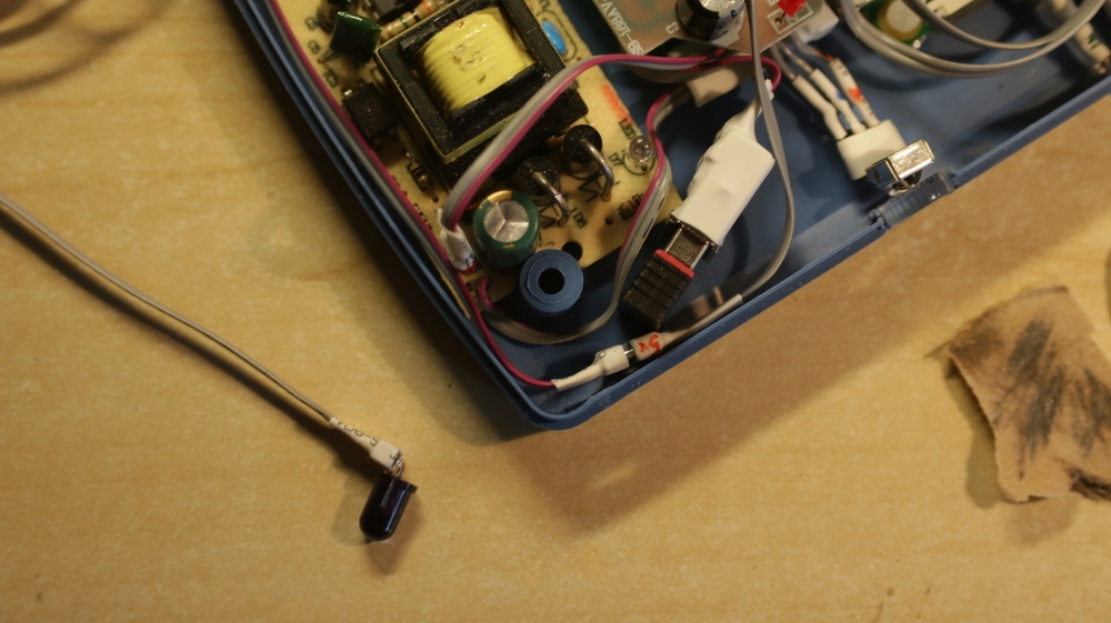 IR диод может быть вынесен из корпуса и заклеплен возле датчика ТВ
