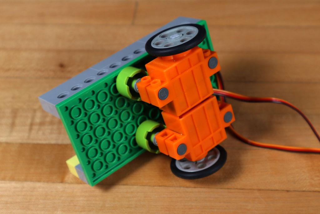 Робот из LEGO и Arduino, обходящий препятствия - 10
